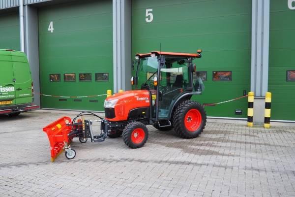 Kubota tractor met Adler sneeuwschuif